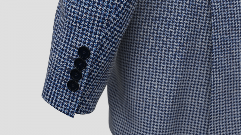 blazer-Sleeve close-up